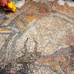 ماہرین آثار قدیمہ نے 1600 سالہ قدیم چرچ سے تعلق رکھنے والے غیر موزوں موزیکوں  کو ڈھونڈنے کے لئے کھدائی کا کام شروع کردیا