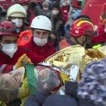 ترکی ، زلزلے کے 65 گھنٹے بعد  تین سالہ بچی کو ملبے سے ریسکیو کر لیا گیا