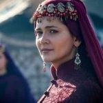 پاکستانی اداکارہ آئزہ خان اور ترک اداکارہ کلثوم علی کی دوستی سوشل میڈیا پر  مشہور